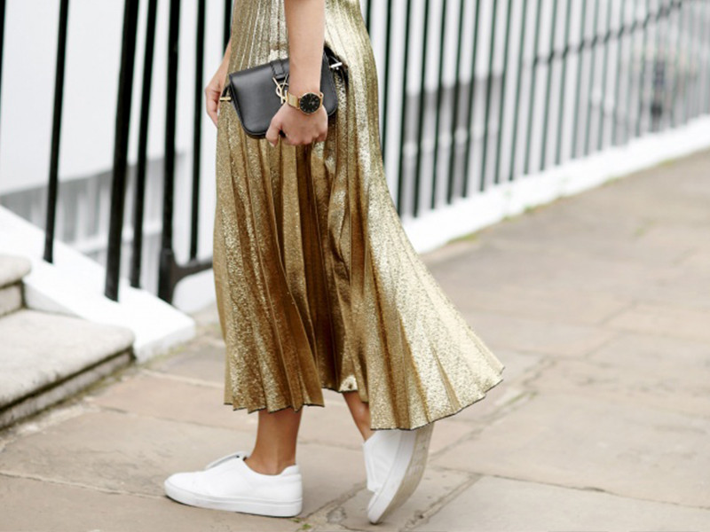 How to Wear a Metallic Pleated Skirt